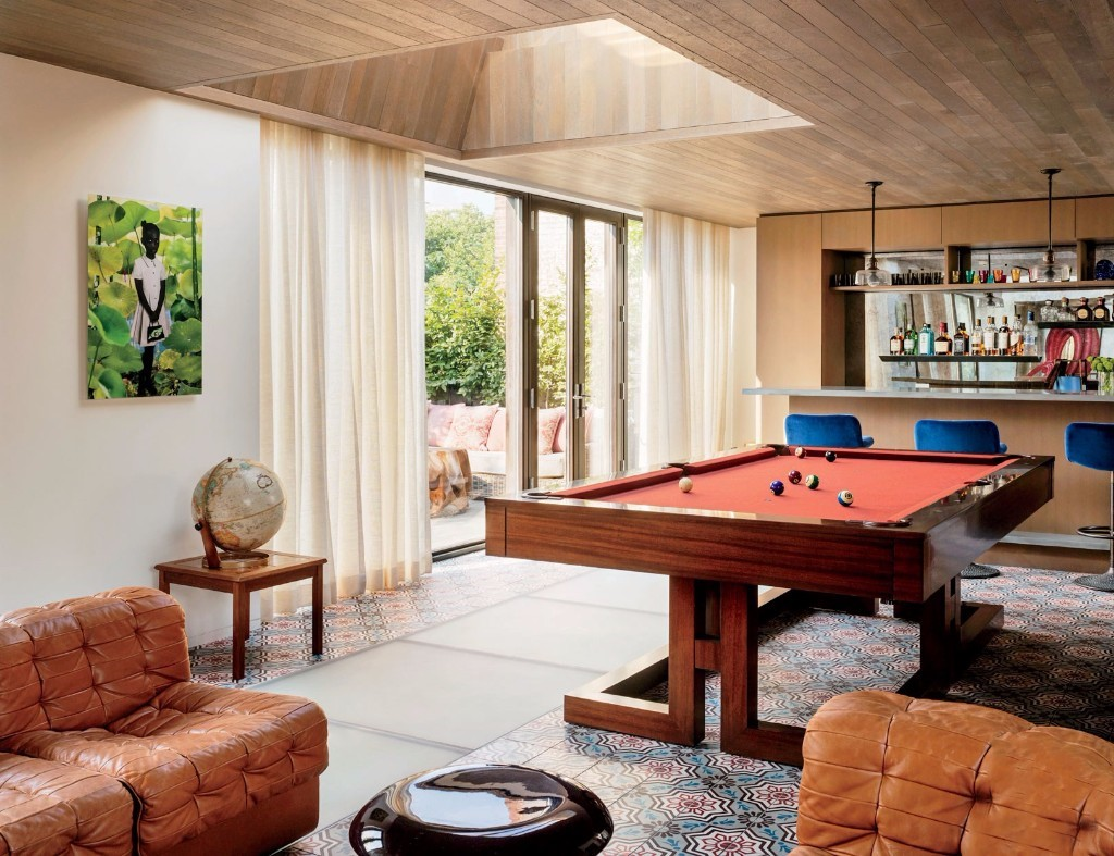 Stupendous Pool Table Maker To The Stars To Display Custom Designs Home Interior And Landscaping Dextoversignezvosmurscom